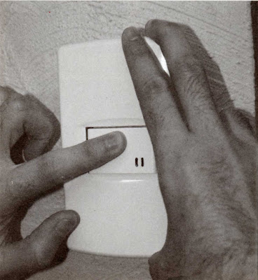 Instalaciones eléctricas residenciales - Colocando tapa de una ventana para apagador
