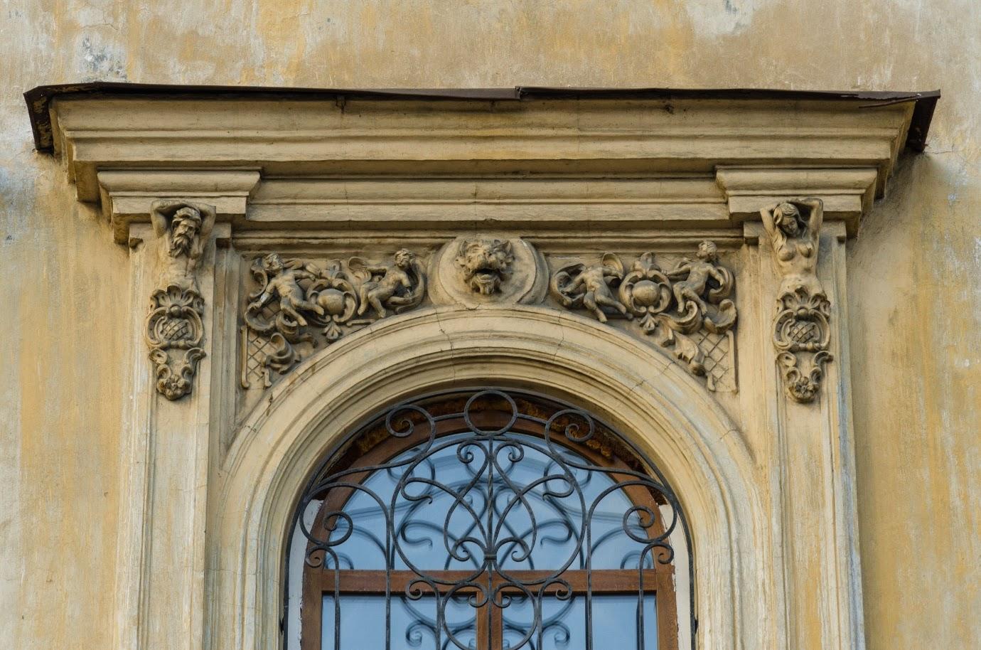 Декоративное оформление окна усадьбы