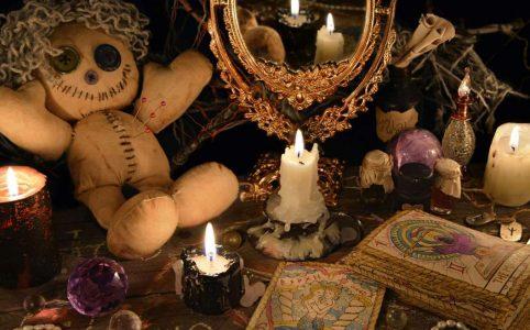 تستند ديانة الويكا كلها أو معظمها من تقليد ديني واحد