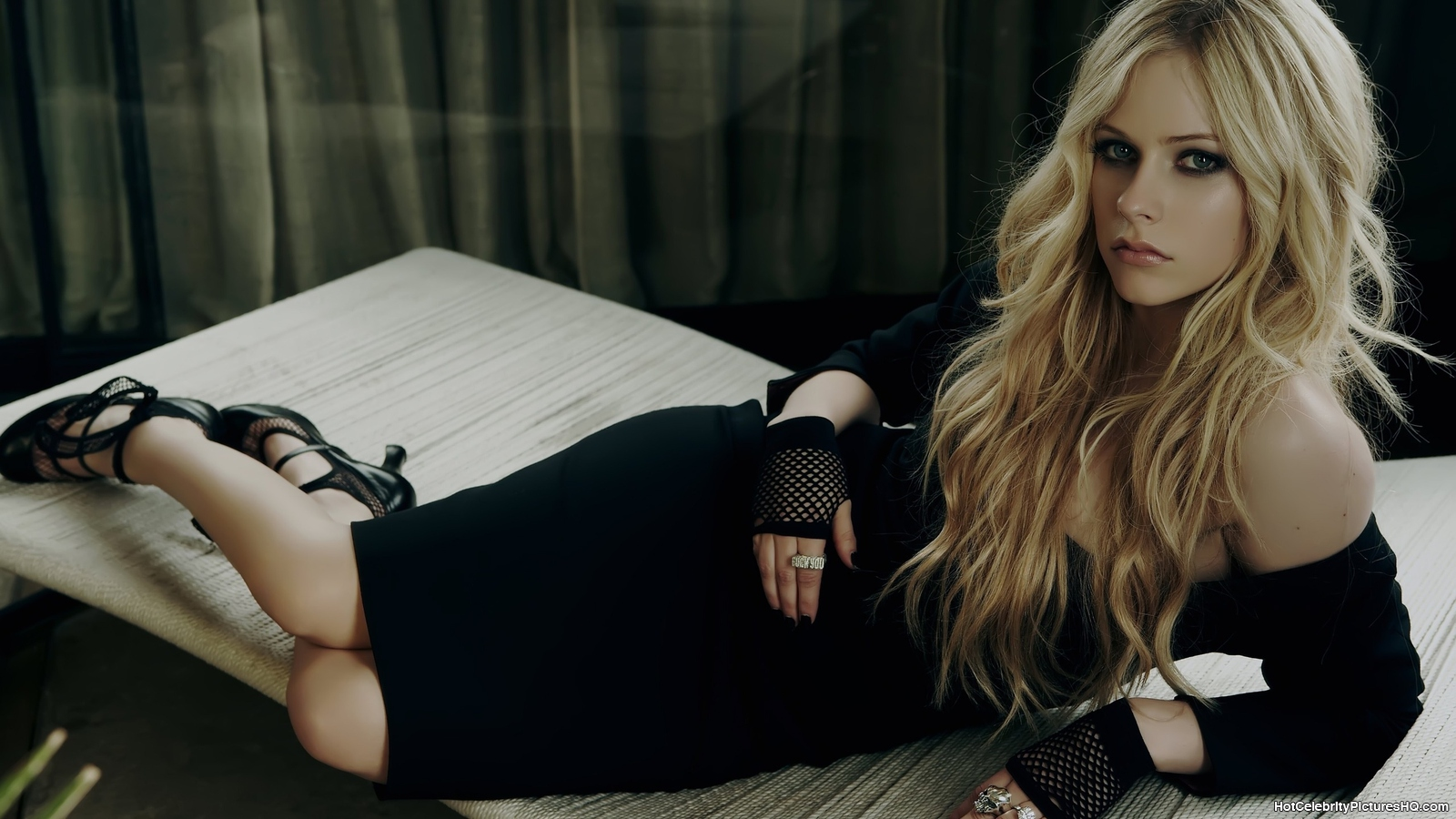 All Wallpapers: Avril Lavigne Beautiful hd Wallpapers 2013