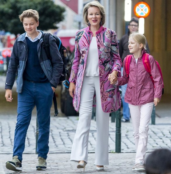 Queen Mathilde wore Emporio Armani reversible printed puffer jacket. Crown Princess Elisabeth wore Zara jacket