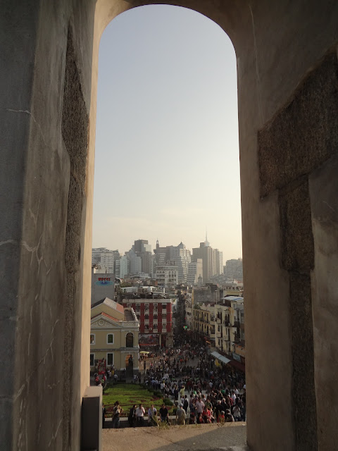 Macao visto desde la fachada de la iglesia de San Pablo