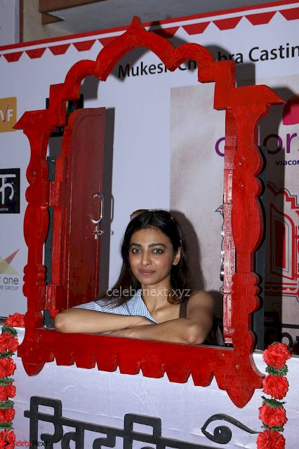 Radhika Apte At Colours Khidkiyaan Theatre Festival 2017 06.jpg