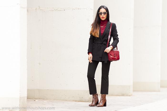 Bloguera de moda de Valencia con estilo pantalones campana y botines serpiente