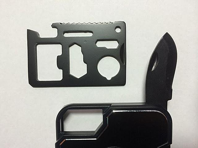 ステンレス製のツールカードとナイフ