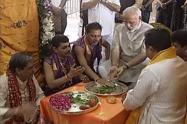 pm-narendra-modi-dwarkadheesh-pooja-pan-fool