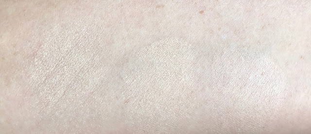 Laura Mercier Translucent Loose Setting Powder Glow Swatch