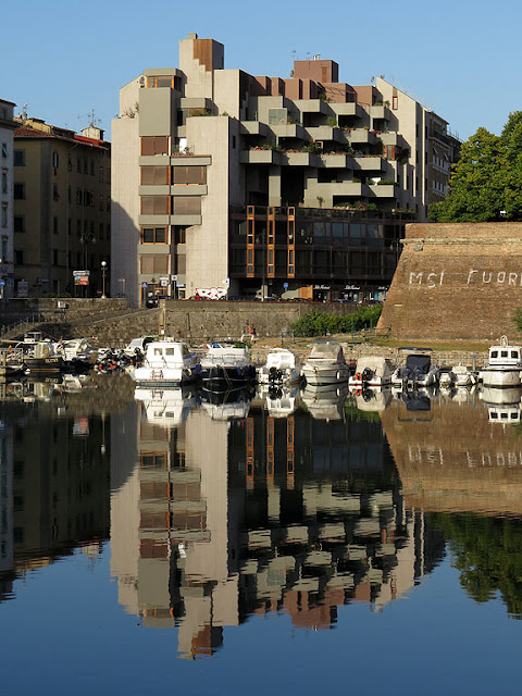 Building reflected in the basin of the Fortezza Nuova, Via degli Avvalorati, Livorno