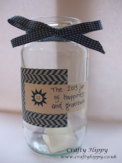 Make a Gratitude Jar and fill with great memories from the year ahead. Easy to make project.