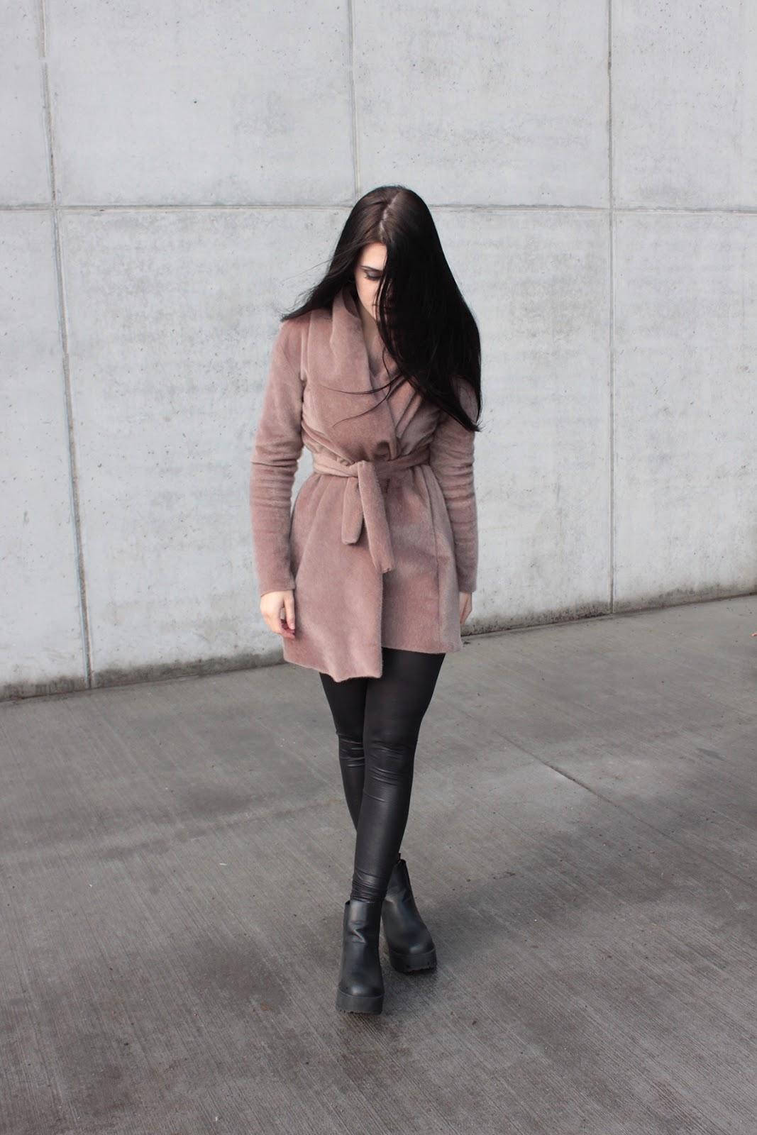 beżowy płaszcz l szycie l elegancja l wiosenny look l stylizacja