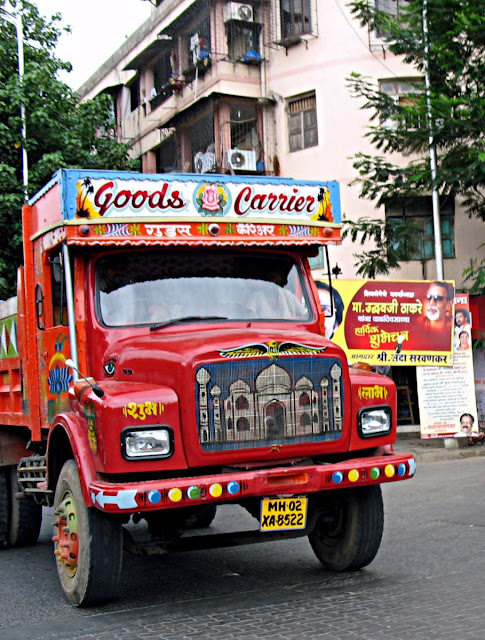 taj mahal painted in front of truck