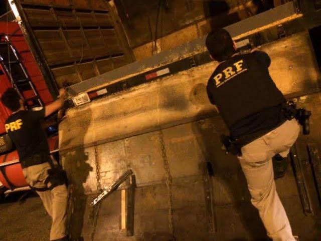 PRF apreende quase 1,5 Tonelada de Maconha na Régis em Barra do Turvo