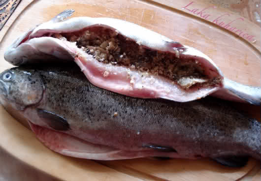 Stuffed trout by Laka kuharica: fill the body cavity of each of the trout with the mushroom mixture