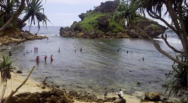 Pantai Nglambor Gunung Kidul Yogyakarta