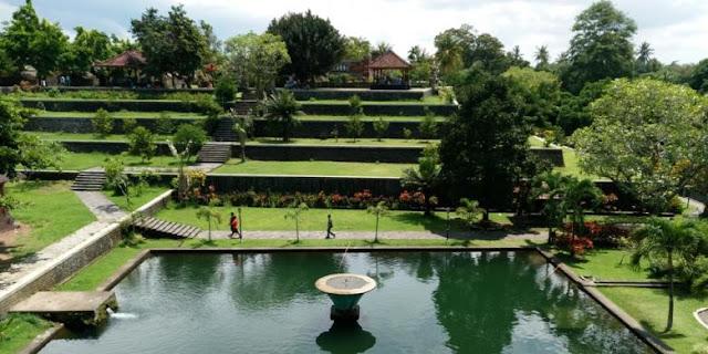 Nuansa Pesona Alam Eksotik di Taman Narmada Lombok