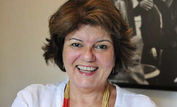Autora de novelas espíritas, Elizabeth Jhin lança nova trama
