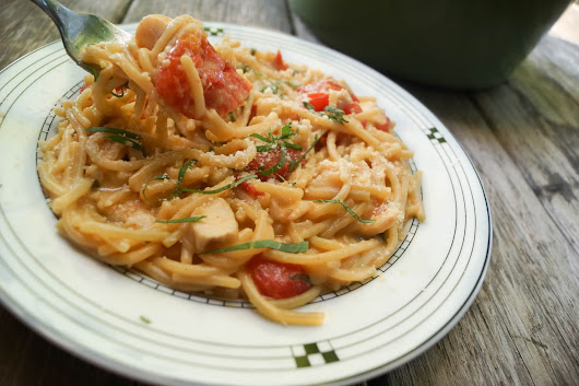 One Pot Creamy Tomato and Basil Pasta