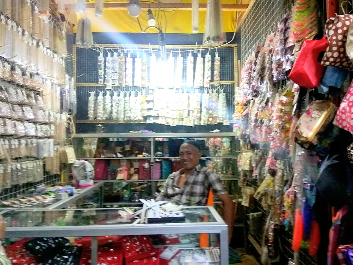 Pedagang Aksesoris Di Pasar Induk Wonosobo Yang Dikenal Uletpun Akhirnya Mengeluh