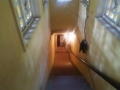 D67地下シェルターへ行く階段