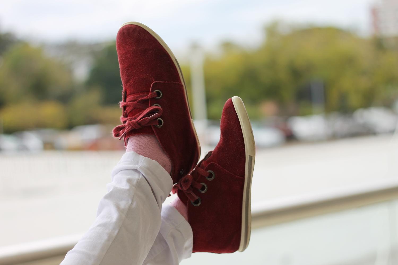 Look tricô, calça jeans e tênis - Ally Arruda