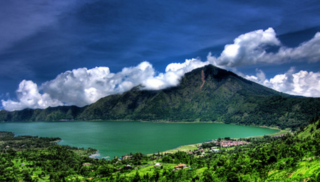 7 Rekomendasi Wisata Gunung Berapi di Indonesia