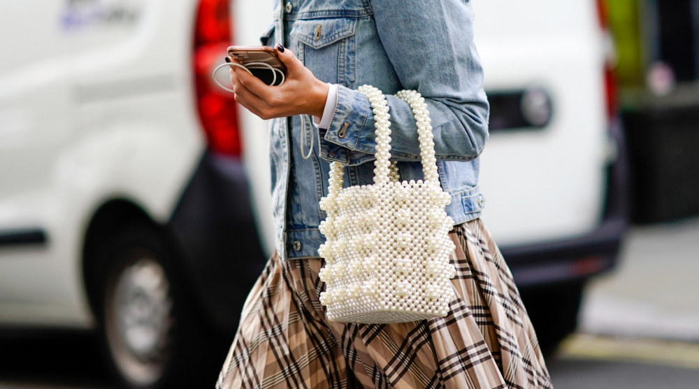 Taschen können euer Outfit easy pimpen. Wir haben da mal 9 coole Ideen für euch gesammelt.