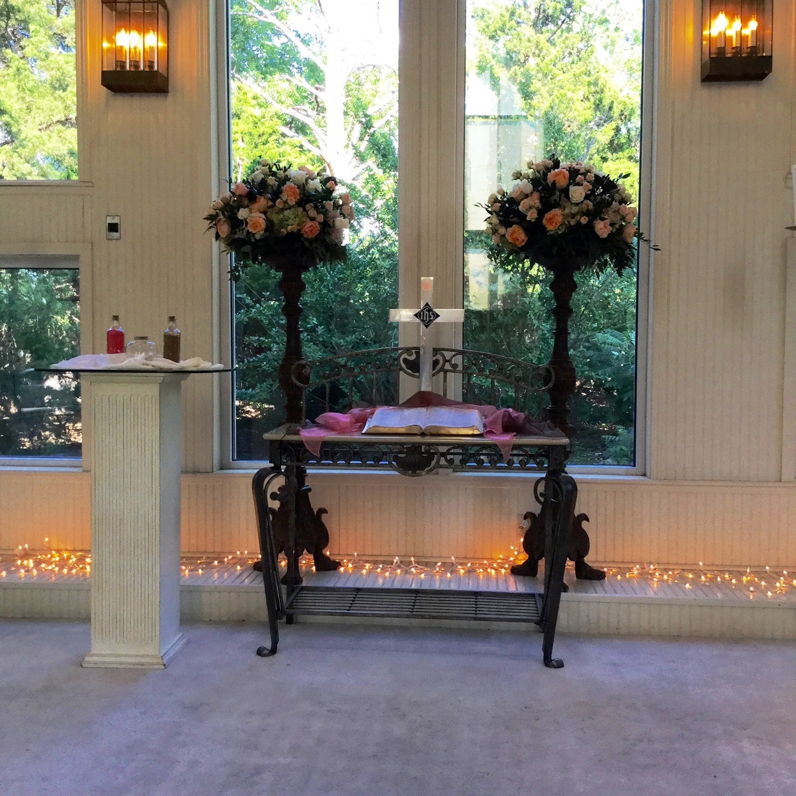 Preacher Wedding Altar: Walnut Creek Chapel: Katrina Bohannan & Ted Saxton