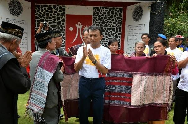 pksmedan.com-Gubsu-Ziarahi-Makam-Sisingamangaraja