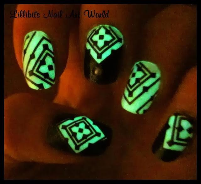 Lillibit´s Nail Art World: Blanco y negro con sorpresa ;-)