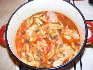 Preparare pui cu ciuperci si masline retete culinare,