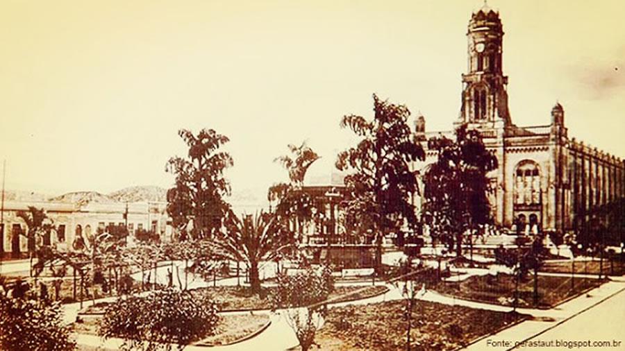 Praça da Indpendência Seculo XX Pinhal