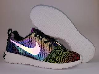 Nike Roshe Run Be True Reflective Premium, jual sepatu running , harga nike roshe run . nike running premium , sepatu lari premium, glow in the dark, toko sepatu running premium