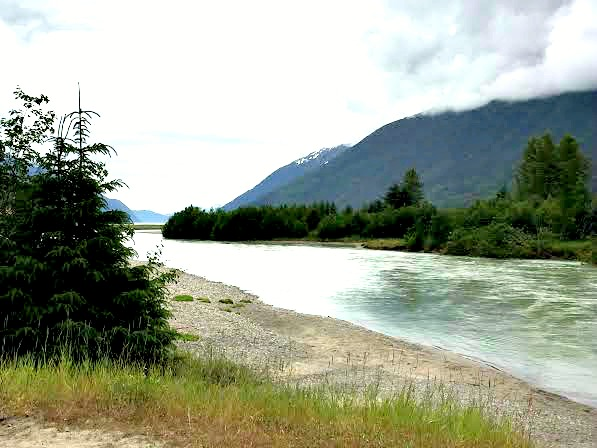 Incredibly scenic float along the Taiya River in Alaska
