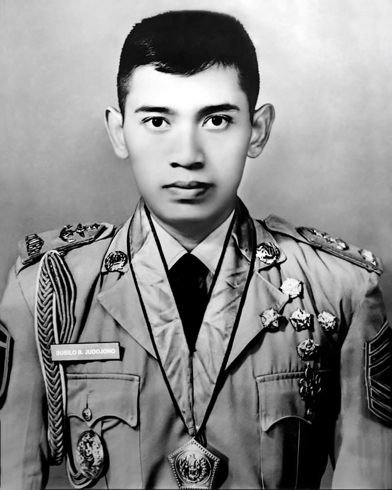 Cpns 2013 Sby Lowongan Surabaya Terbaru Juli 2016 Info Cpns 2016 Bumn Foto Ini Diambil Pada Saat Presiden Sby Berpangkat Sersan Mayor Satu