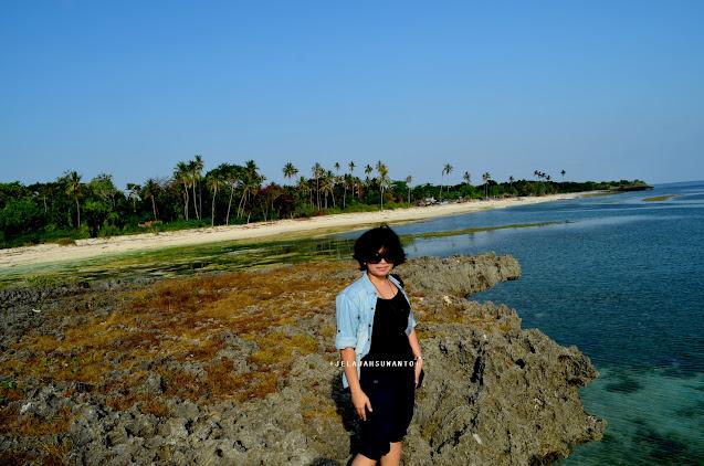 Ada pantai lainnya di balik tebing karang Pantai Lemo-lemo