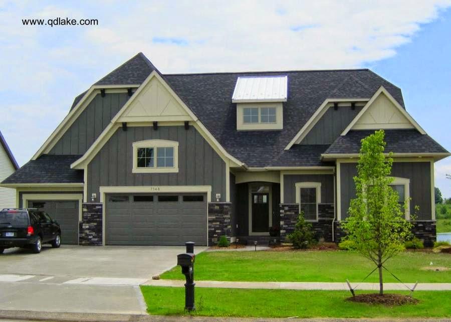 Casa residencial americana semi moderna de suburbio