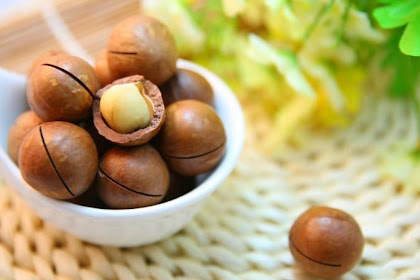 EATING NUTS FOR HEALTH