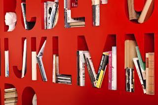Diseño de librero y ABCdario muy ingenioso.
