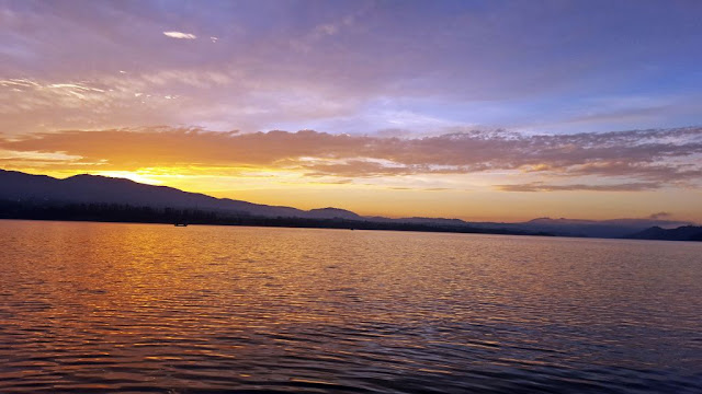 photo of Czorsztyn lake at sunrise