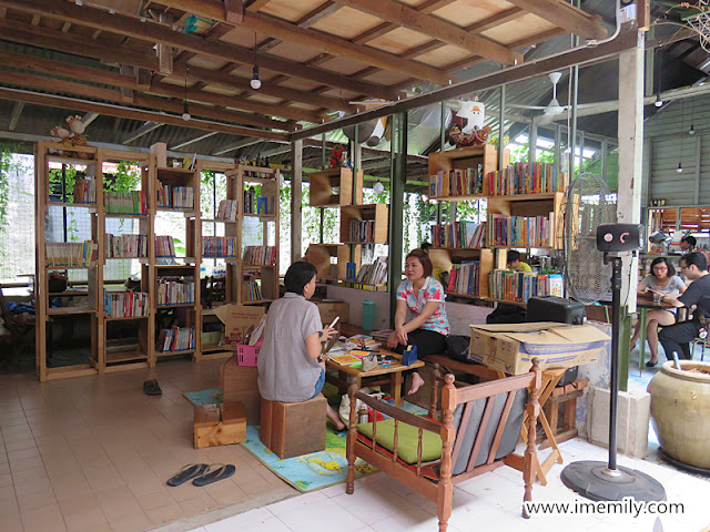 Little Giraffe Book Club Cafe, Batu 11, KL