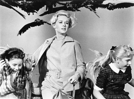 """Fotograma de """"Los pájaros""""; Hitchcock"""