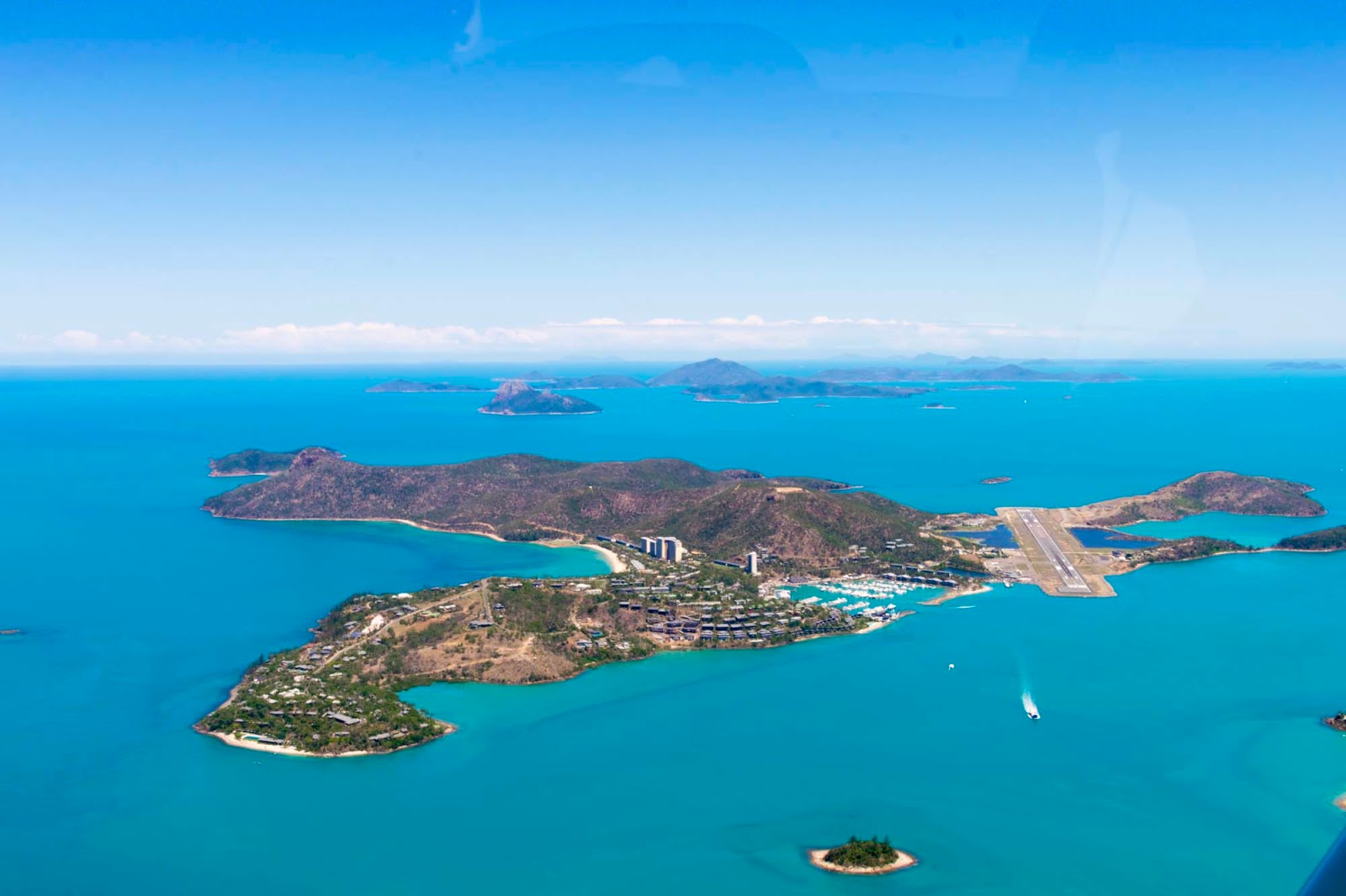 scenic flight over hamilton island