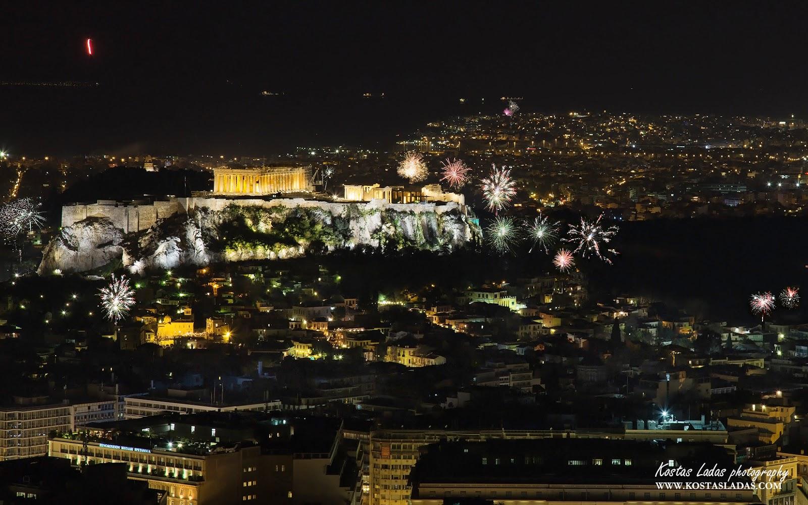 Πυροτεχνήματα ,βεγγαλικά πάνω από την Ακρόπολη το Πάσχα!