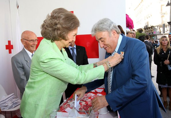 Queen Sofia's fundraising event bears the slogan of 'Di sí a la infancia' and aims to satisfy vital needs of children when they are defenseless