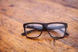 kacamata kayu