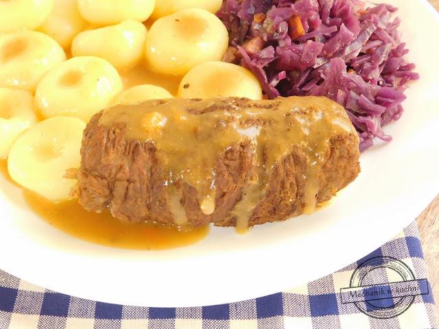 rolada śląska śląski obiad niedziela niedzielny kluski śląskie z dziurką jak zrobić roladę śląską modrą kapustę kluski śląskie przepis mięso wołowe jakie na rolady ogórek kiszony boczek kiełbasa swojska szef kuchni mechanik w kuchni bloger kulinarny przyjmę reklamę na bloga kulinarnego zraz zawijany jak zrobić zrazy zawijane wołowe
