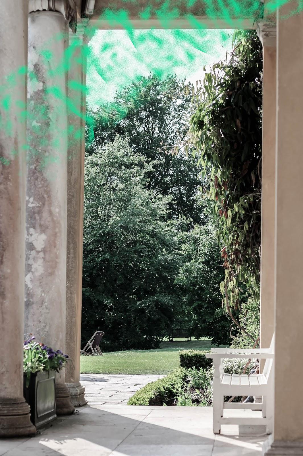 Perfect Luxurious English Manor Garden