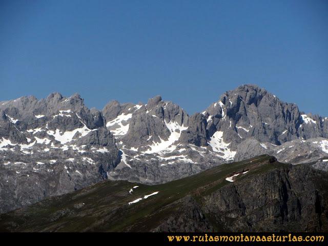 Transcantábrica Tarna-Ponga: Vista de la Peña Santa y macizo occidental