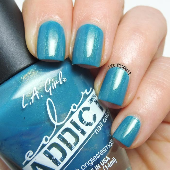 Smalto turchese L.A. Girl Color Addict Obsess turquoise shimmer nail polish #nails #lightyournails