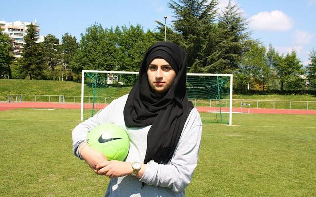Essia Aouini, entraineuse de foot dans un club amateur d'Echirolles